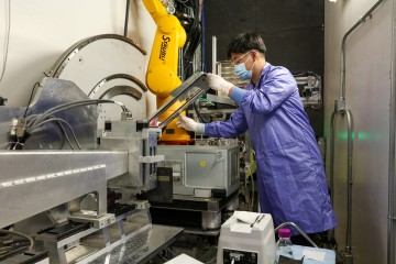 ORNL researcher Minh Phan prepares samples to be exposed to E-proteins