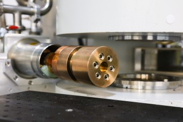 Researchers developed a one-of-a-kind, high-pressure cell and used it on the Magnetism Reflectometer beamline at ORNL's Spallation Neutron Source to study the spatially confined magnetism in a lanthanum-cobalt-oxide thin film. Credit: Genevieve Martin/Oak Ridge National Laboratory, U.S. Dept. of Energy